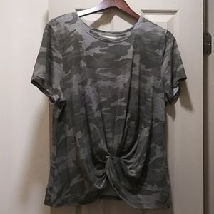 Universal Thread Green Camo Top Sz XXL